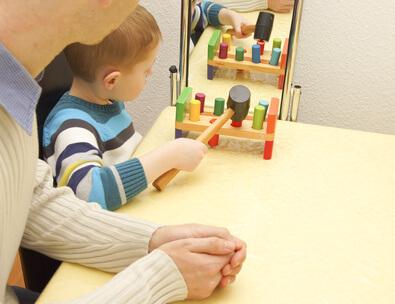 Ergotherapie Spiegeltherapie Kind