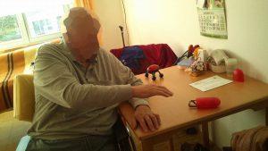 Sitzübung zum Kraftaufbau der Schulter