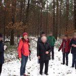 Wandergruppe und unsere Therapeutin im Wald bei Schnee