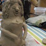 Figuren aus Ton werden gefertigt