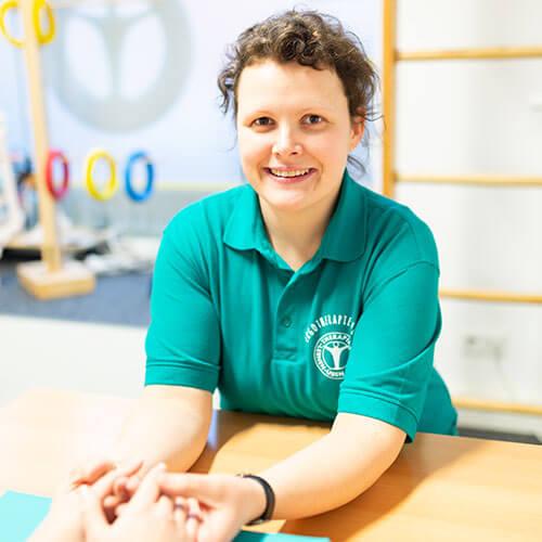 Ergotherapeutin Claudia Hübner