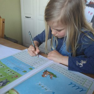 Betätigung eines Kindes Hausaufgaben