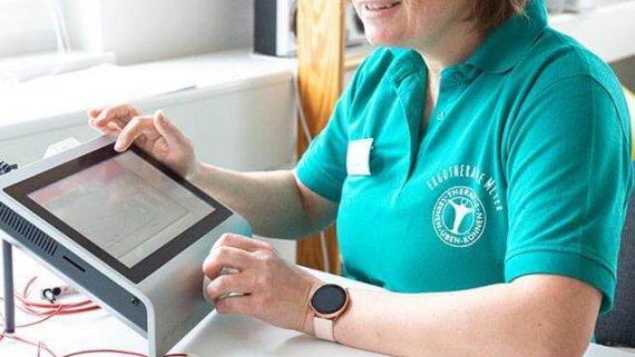 Ergotherapeutin Katrin Handrich in Aktion